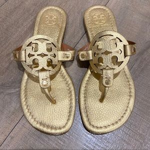 TORY BURCH ll Gold Tumbled Leather Miller Sandal.